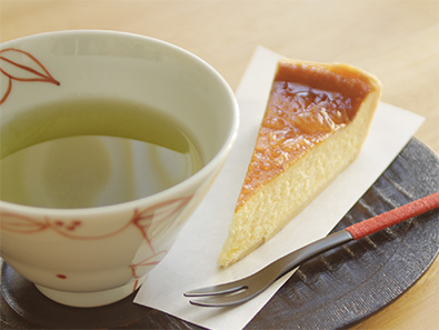 cheesecake and Ise tea